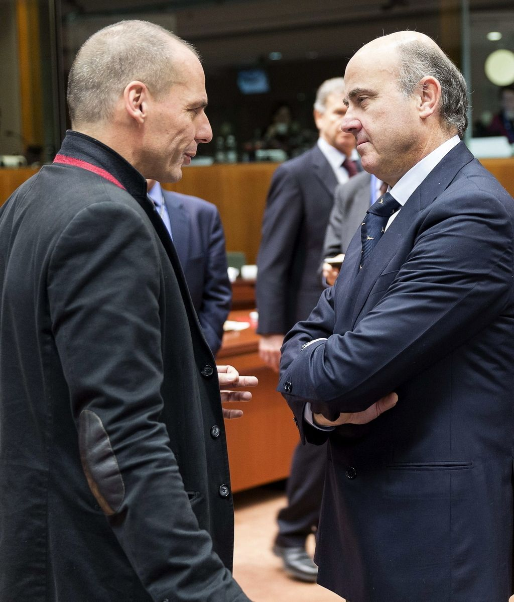 Luis de Guindos habla con Varoufakis
