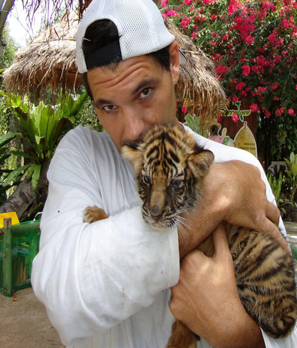 Frank con un tigre cachorro