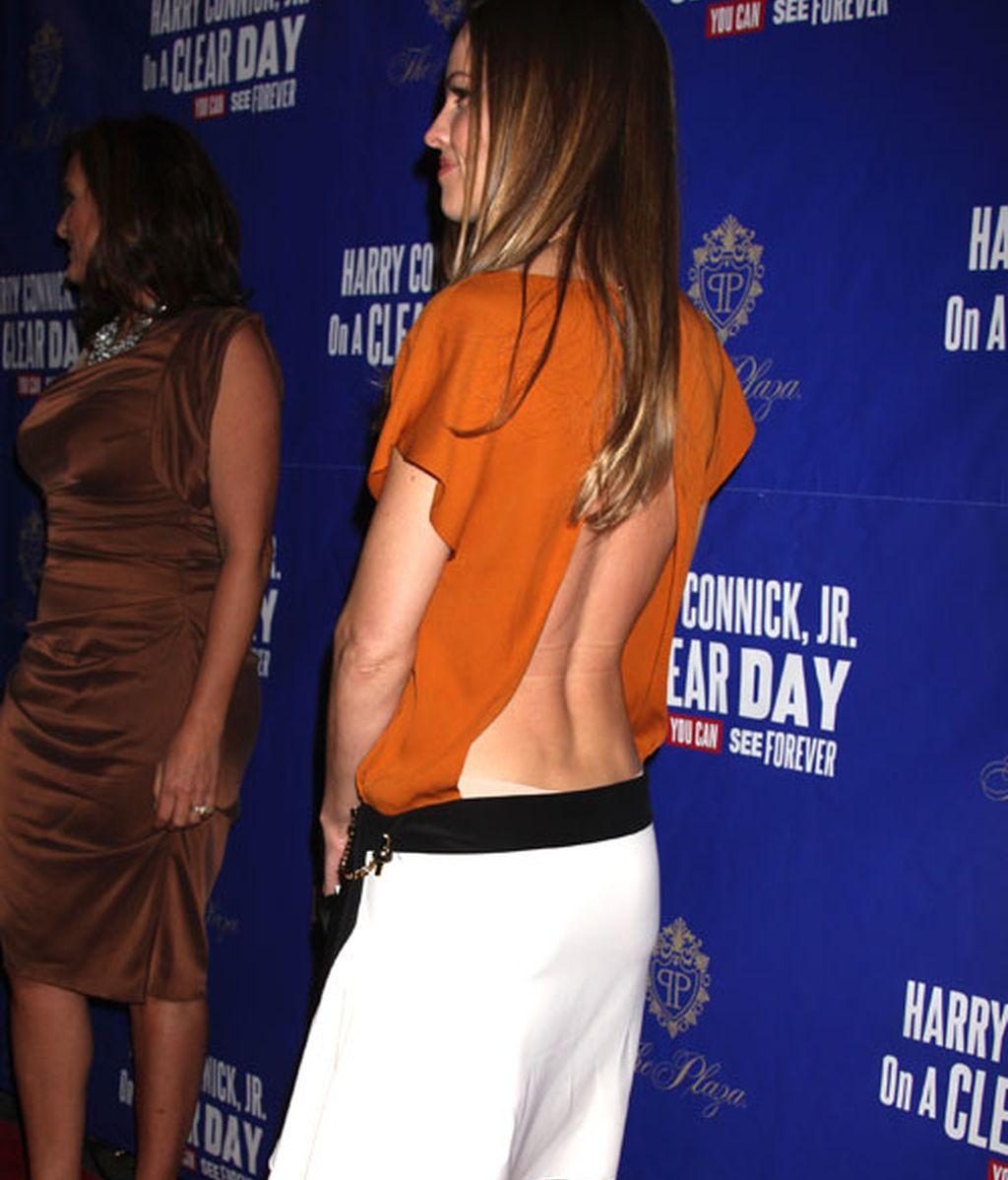 Está de moda: hacerse un Pataky con la espalda al aire