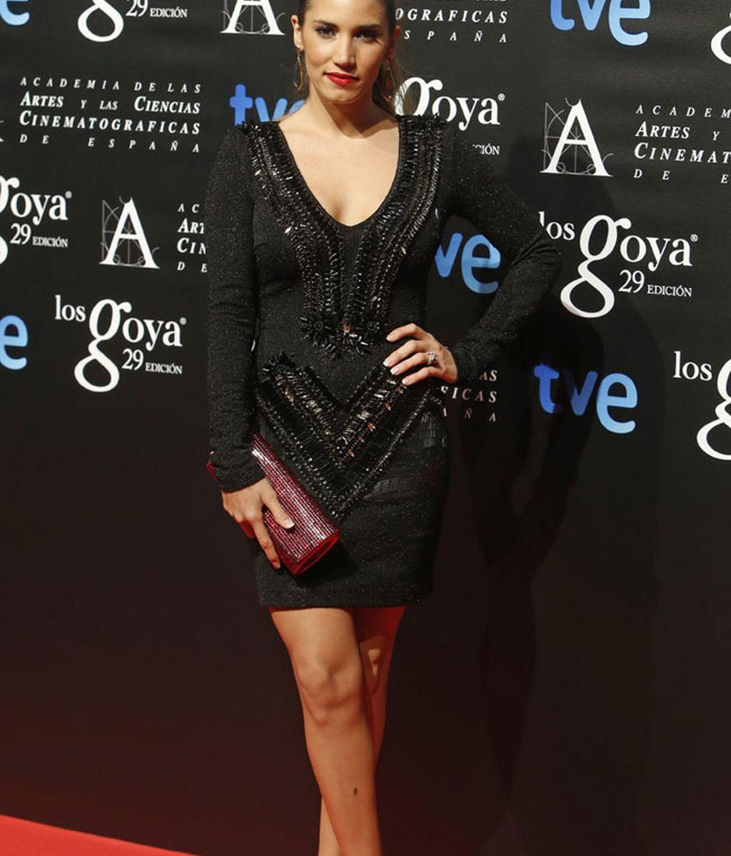 La cantante India Martínez con mini vestido negro