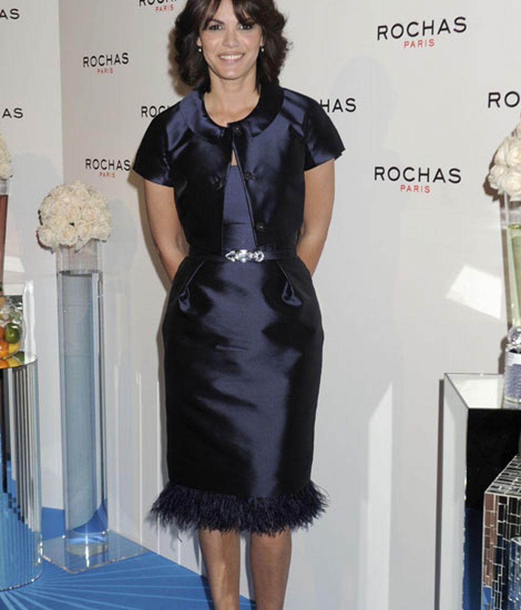Fabiola Martínez, con un vestido azul
