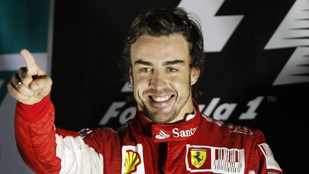 Alonso acaricia su tercer título