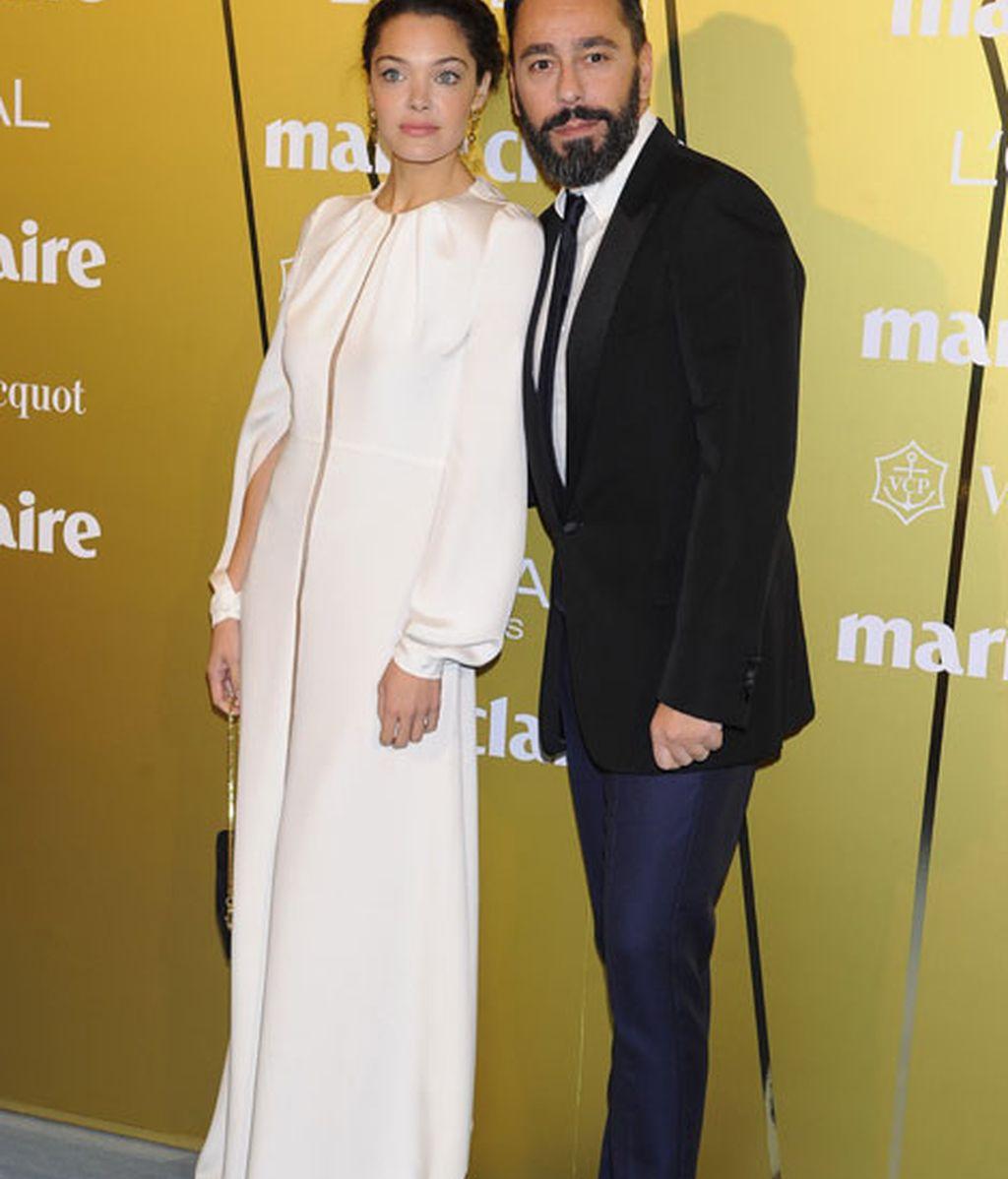 Ana Rujas posó con el diseñador de su vestido, Juanjo Oliva