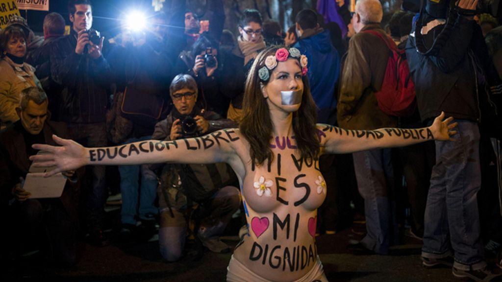 """Miles de personas protestan alrededor del Congreso contra la """"ley mordaza"""" del Gobierno"""