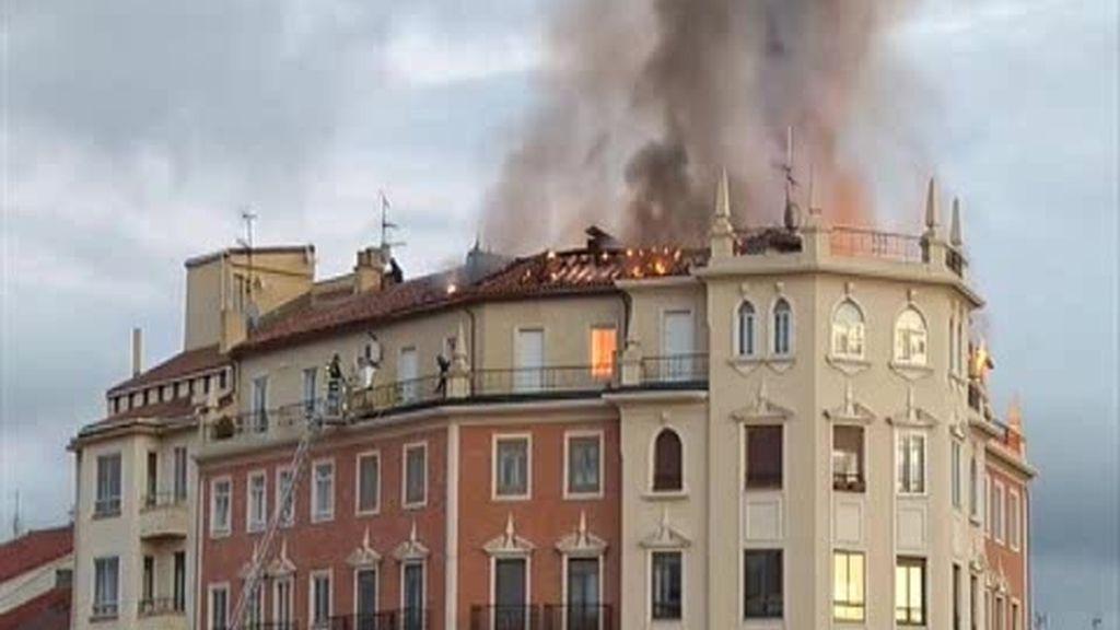 Un problema eléctrico origina un incendio en Pamplona