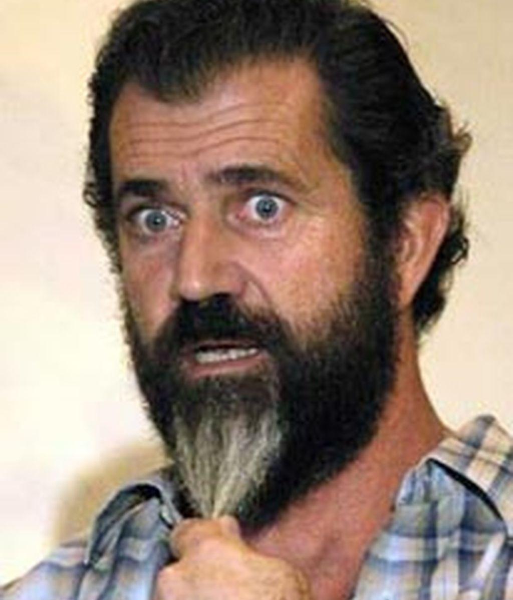 Mel Gibson con gesto de sorpresa