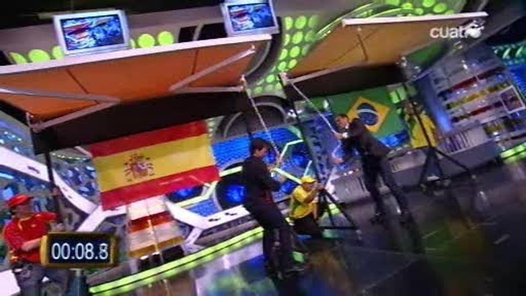 Pablo Motos y Dani Alves se retan al campeonado mundial de Tolding