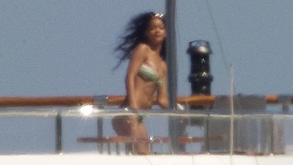 La cantante descansa en la costa italiana
