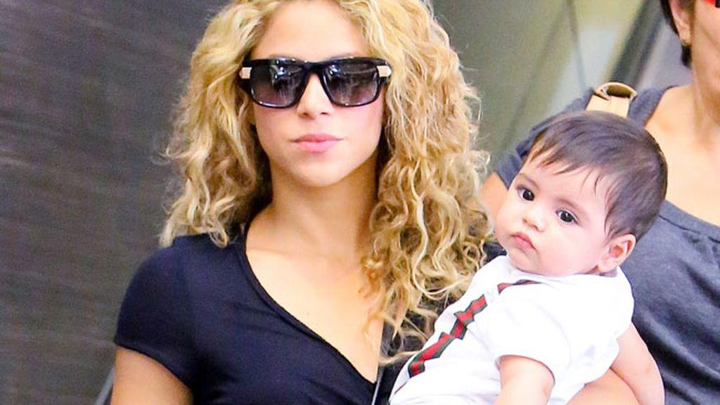 Shakira no se despega de su hijo