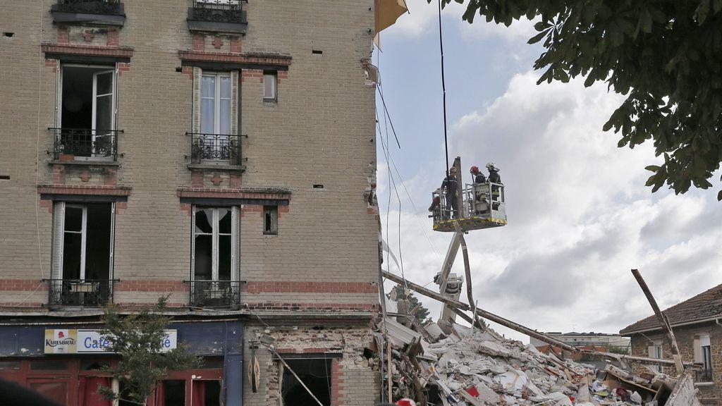 Al menos un muerto y doce desaparecidos tras el derrumbe de un edificio en Saint Denis