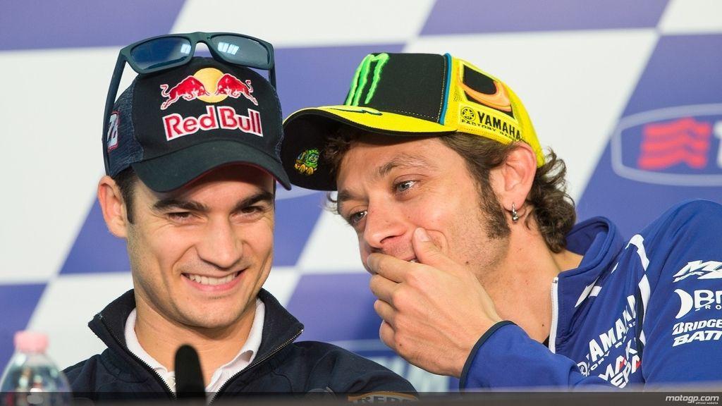 Rossi bromea con Pedrosa en la rueda de prensa previa al GP de Italia