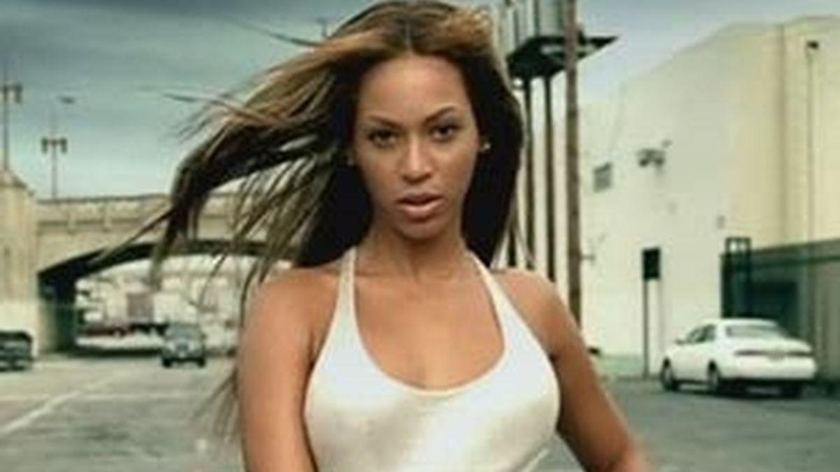 Beyoncé, en una imagen del vídeoclip de 'Crazy in Love'.