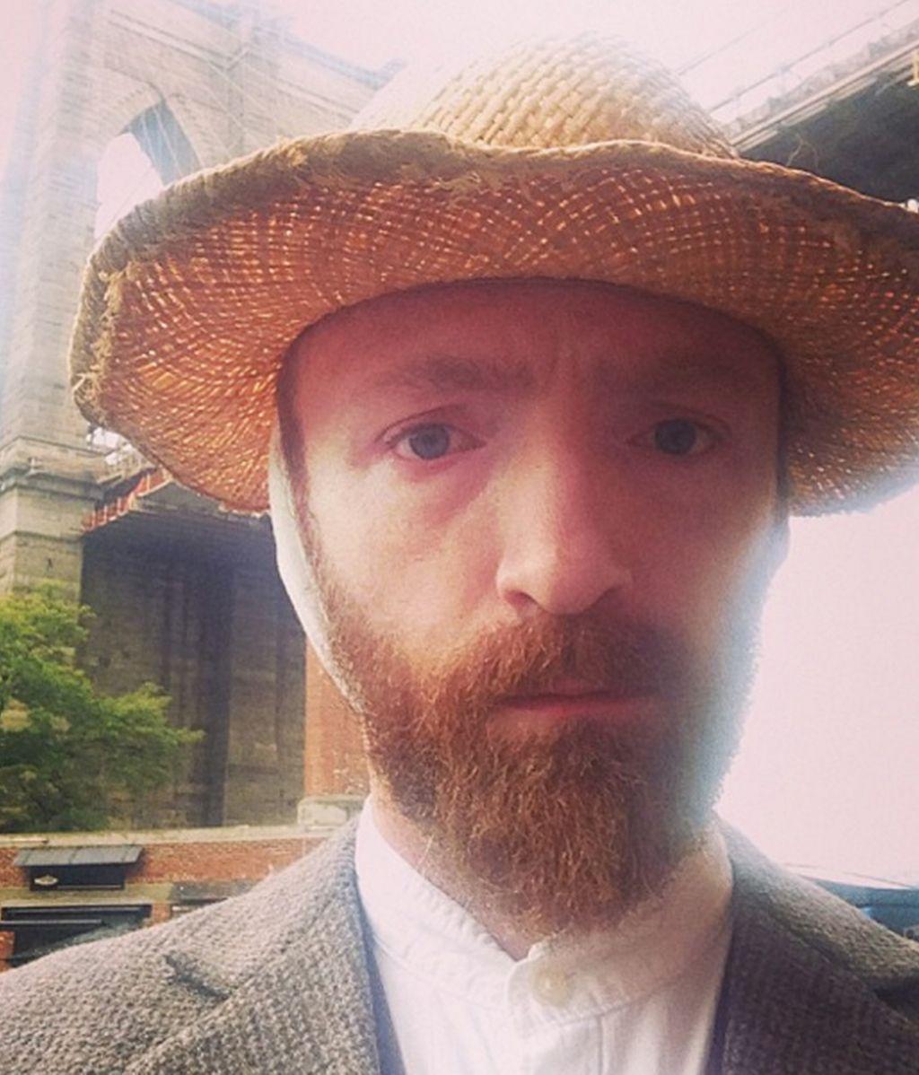 Desde que se dejó barba la gente no para de preguntarle por su parecido