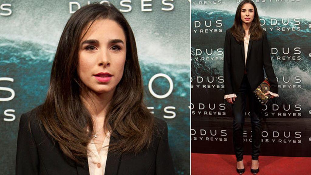 Candela Serrat con un 'look' de chaqueta y pantalón