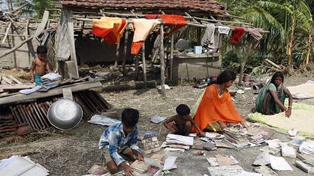 El ciclón Aila arrasa Bangladesh