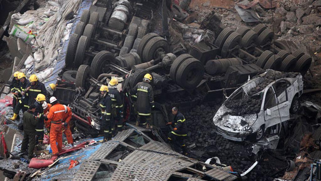 Cinco muertos al estallar un camión que portaba explosivos