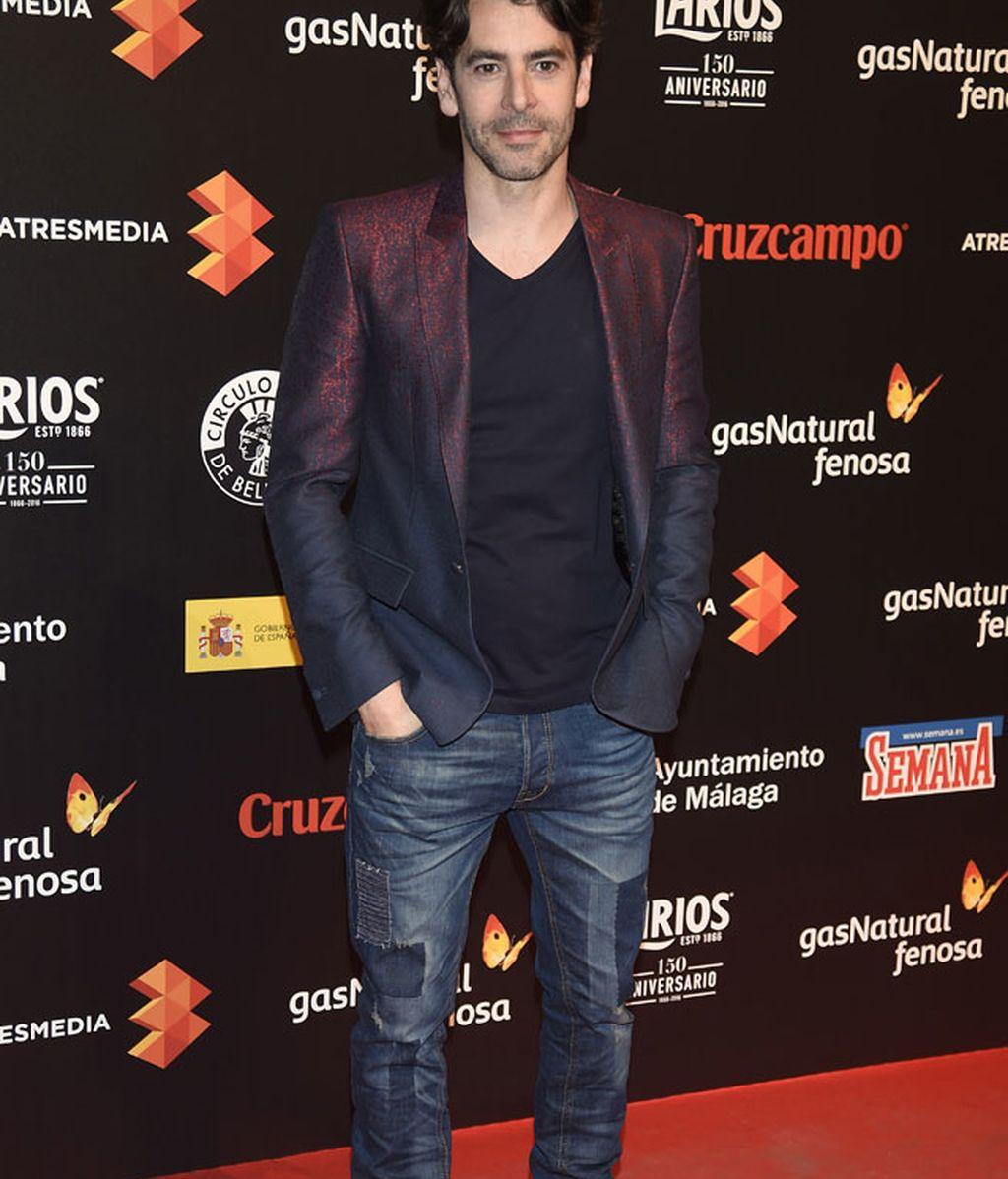 Eduardo Noriega y su chaqueta con brillo