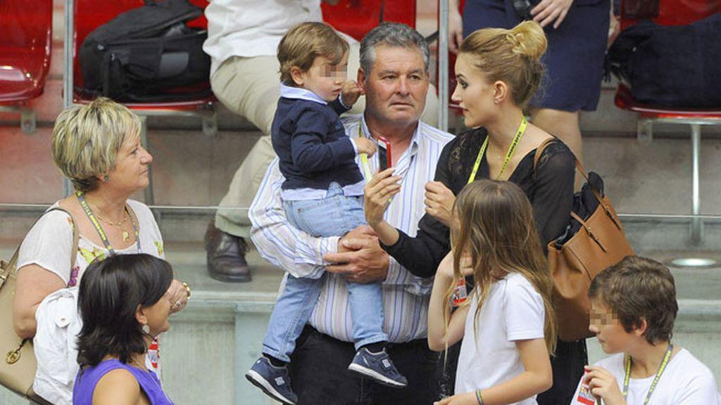 Feliciano López padre llevó en brazos a Lucas, el hijo de Alba Carrillo