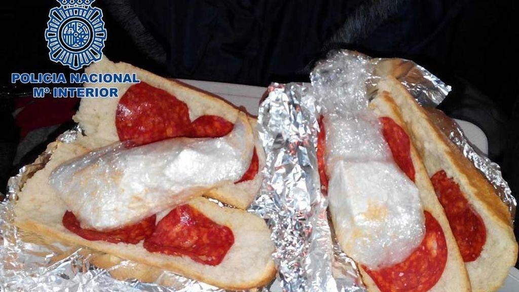 Bocatas de chorizo en los que pretendían ocultar dos kilos de cocaína