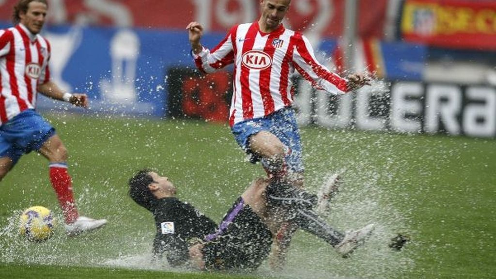 1-2. El Atlético toca fondo contra un buen Valladolid