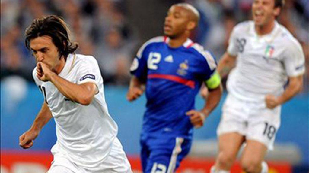 Pirlo celbra el primer gol de Italia. Foto: EFE