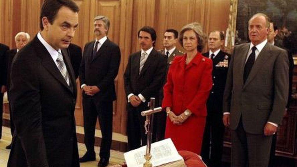 Promete cargo ante el Rey en 2004