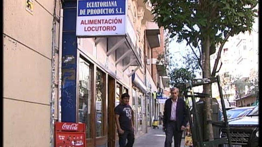Los ecuatorianos que viven en España, pegados al teléfono