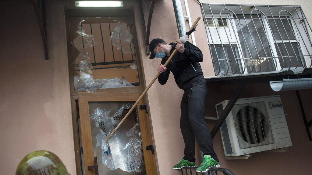 Prorrusos toman la central de Policía de Odesa. Foto: EFE