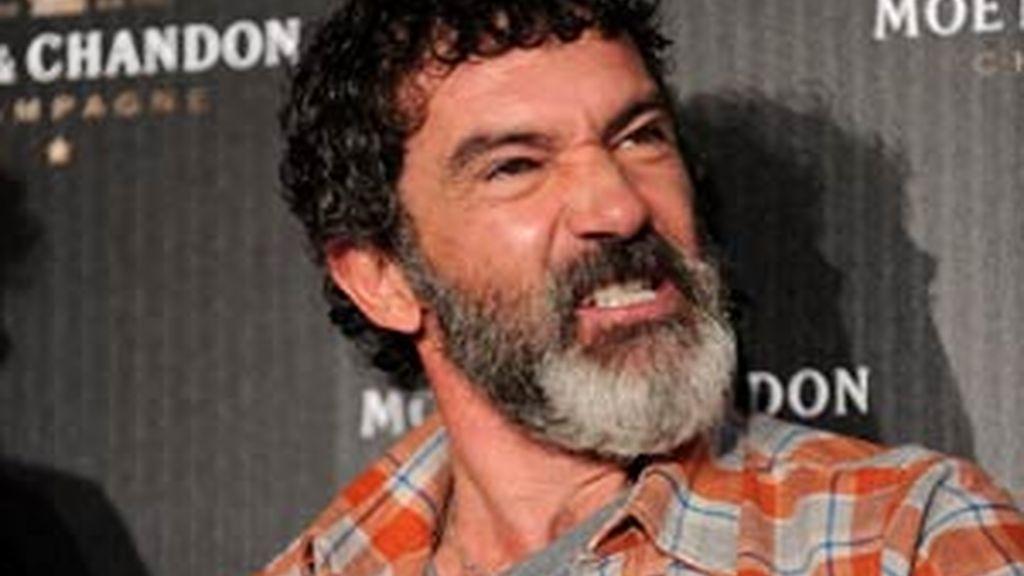 Antonio Banderas es el productor de corto que opta a un Oscar 'La dama y la muerte' en Hollywood. Vídeo: Informativos Telecinco