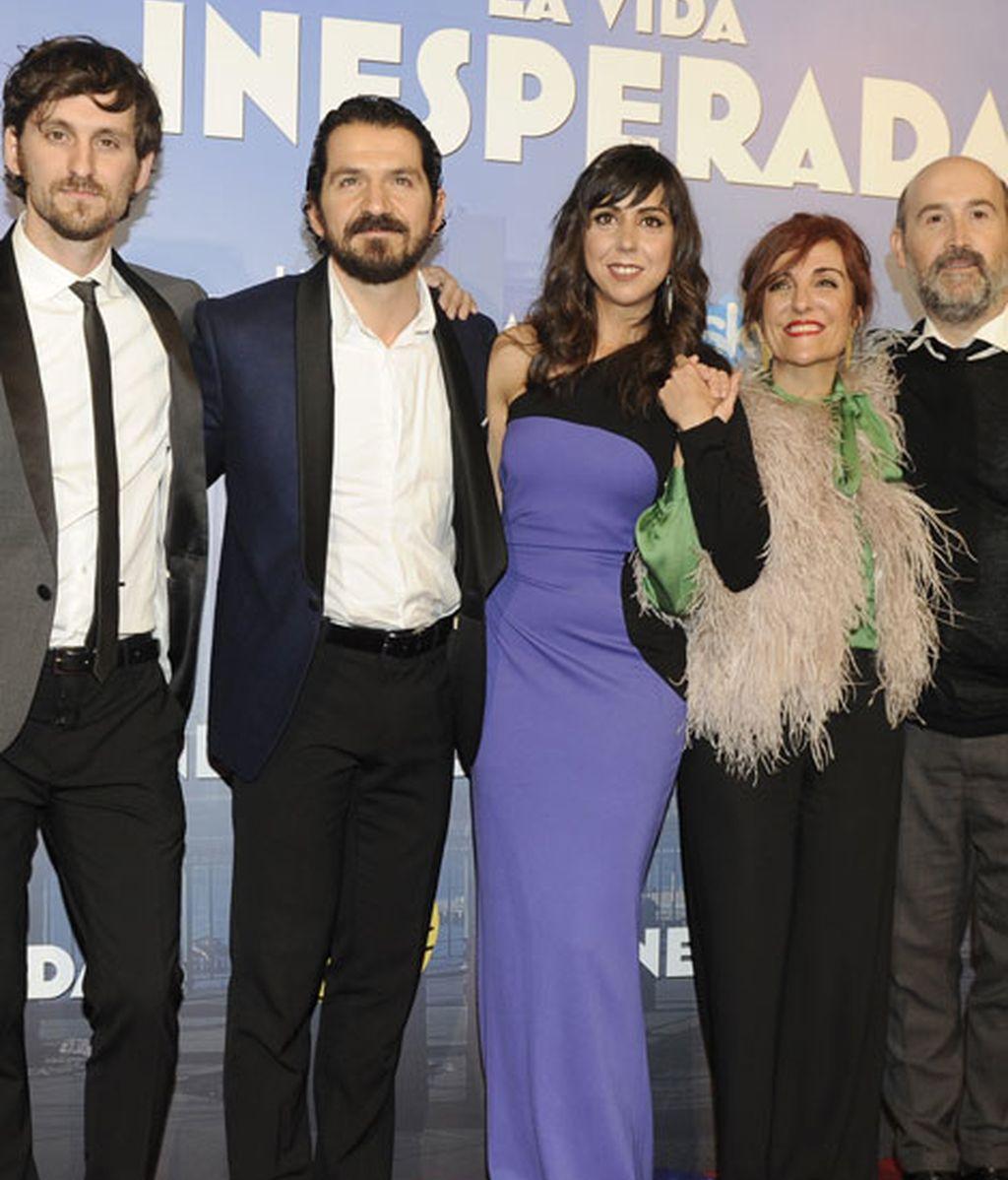 El director Jorge Torresgrossa, Elvira Lindo y los protagonistas de la comedia