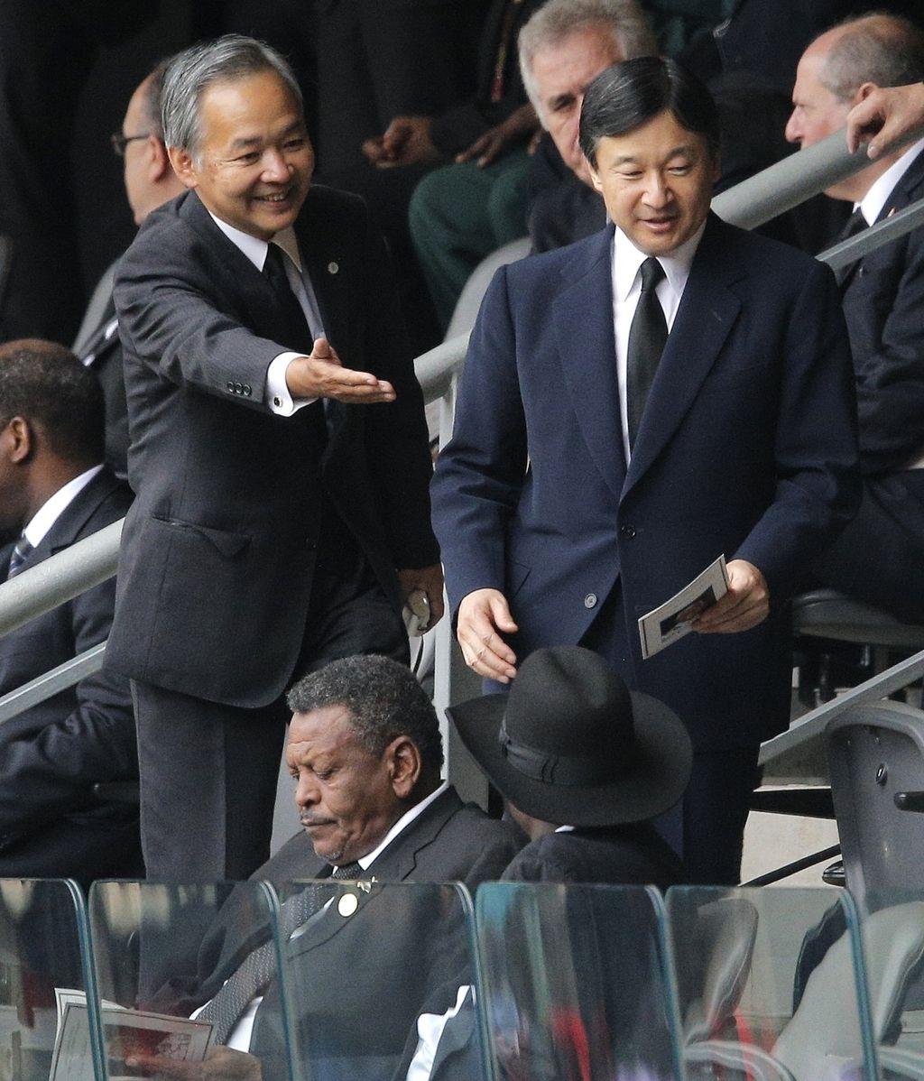 El príncipe Naruhito en el funeral de Mandela