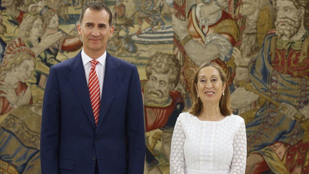 Ana Pastor anuncia que el Rey ha propuesto a Rajoy como candidato a la investidura
