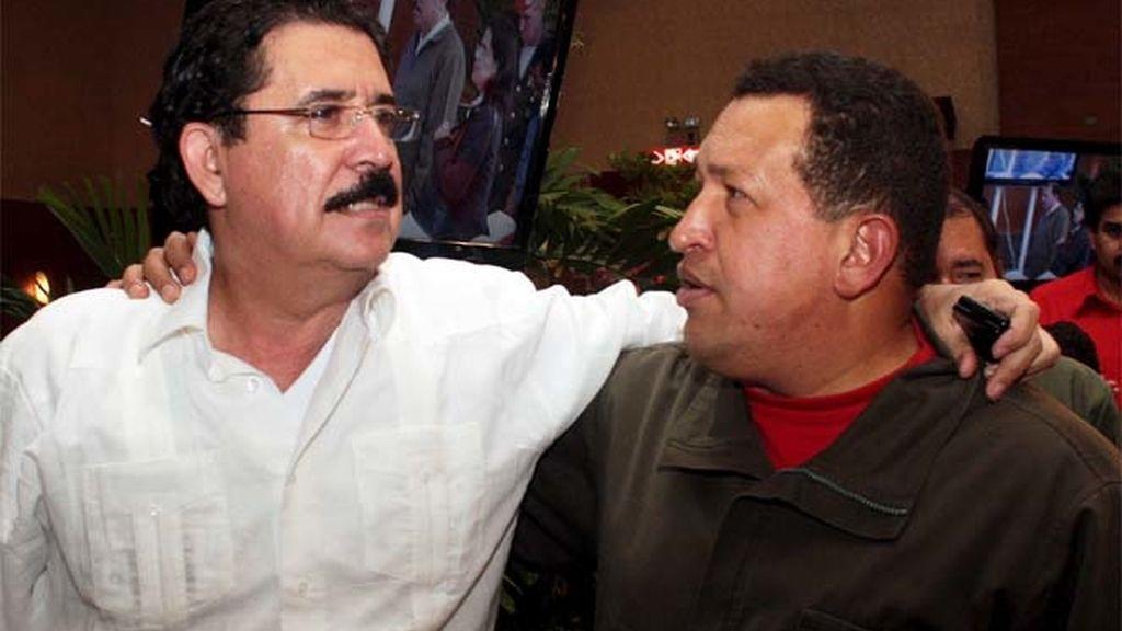 Chávez apoya a Zelaya