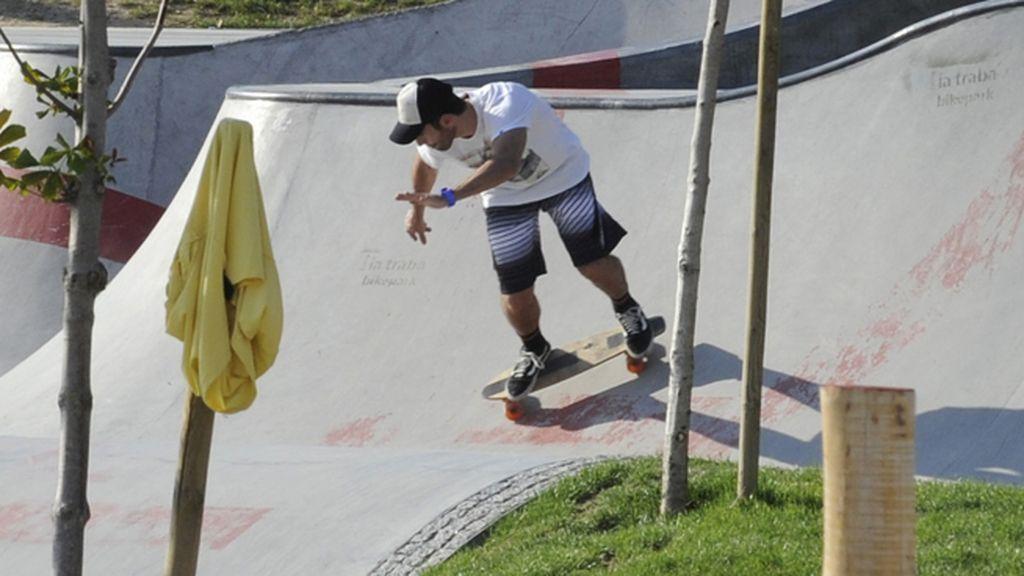 Miguel Ángeles Silvestre y Blanca Suárez, dos skaters en la ciudad