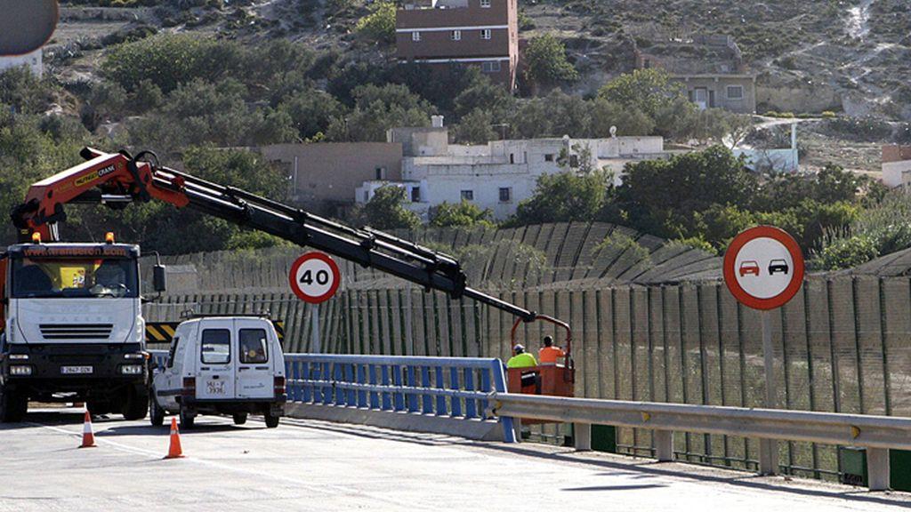 Más de trescientos inmigrantes entran en Melilla tras saltar la valla por segundo día