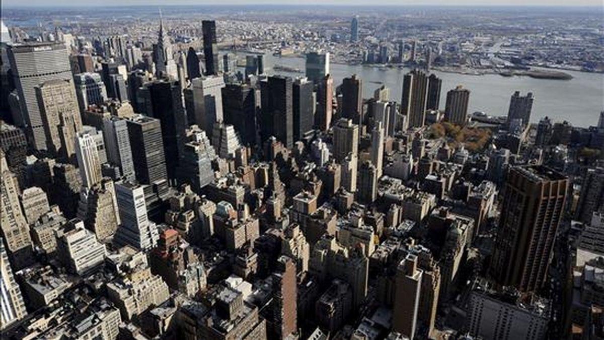 Vista de Manhattan tomada desde el Empire State de Nueva York, Estados Unidos. EFE/Archivo