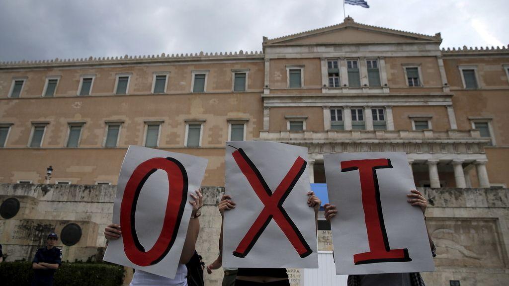 Varios griegos muestran su rechazo a la última propuesta de la troika