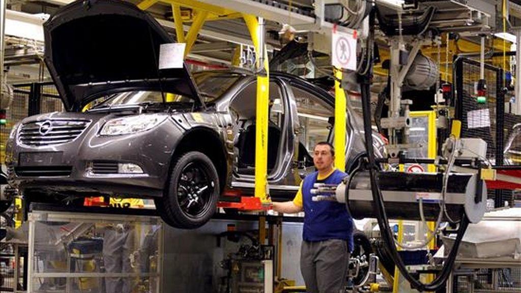 Vista del interior de la cadena de ensamblaje de la planta Opel en Ruesselsheim (Alemania). EFE/Archivo