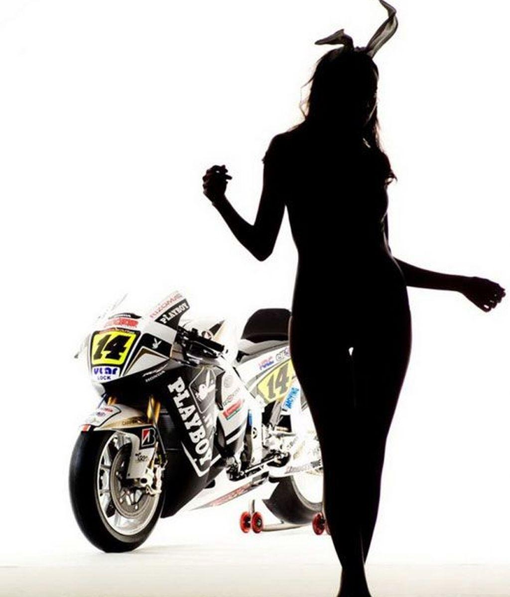 """Las """"conejitas"""" se suben a la moto"""