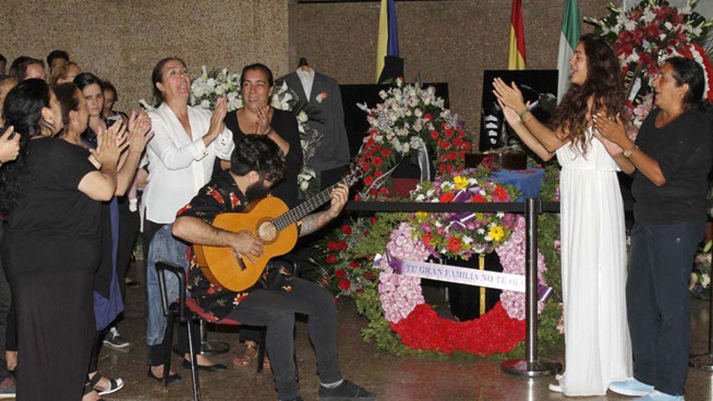 Alba y su viuda, cante jondo con dolor en su último adiós