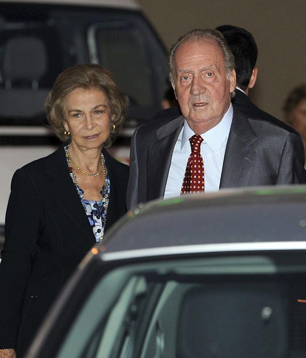 Los reyes Juan Carlos y Sofía a su llegada al domicilio de , histórico dirigente del PCE fallecido hoy en Madrid a la edad de 97 años