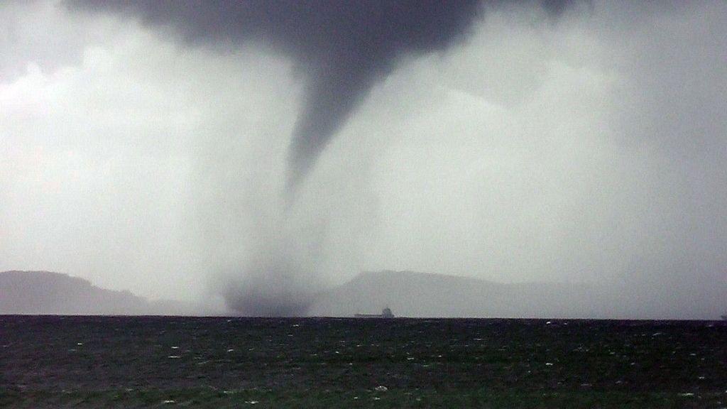 El pequeño tornado de La Coruña. Foto: EFE