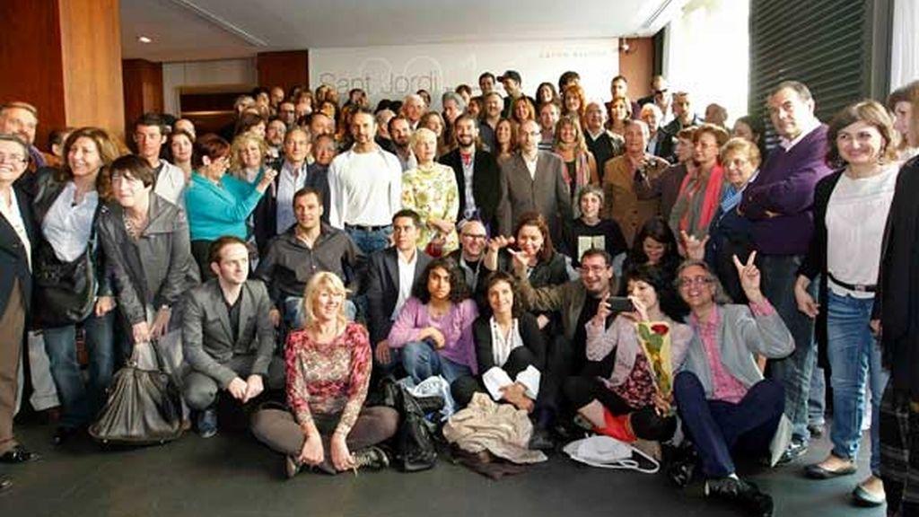 Foto de los participantes en el almuerzo del Día de Sant Jordi