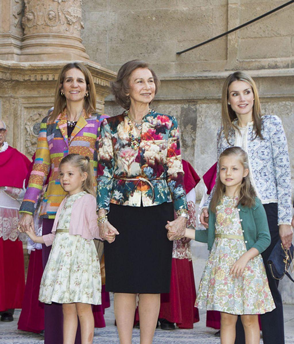 La Reina y los Príncipes asisten a la misa de Pascua