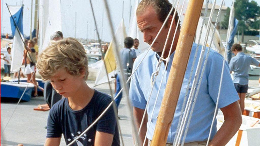 Don Juan Carlos con su hijo