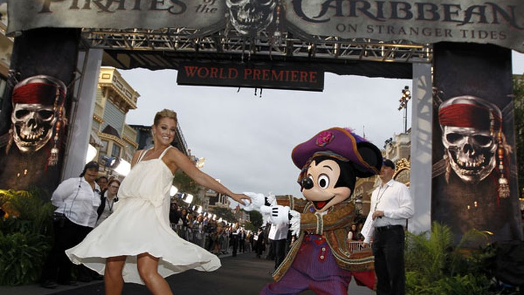 Lacey Schwimmer y Mickey Mouse