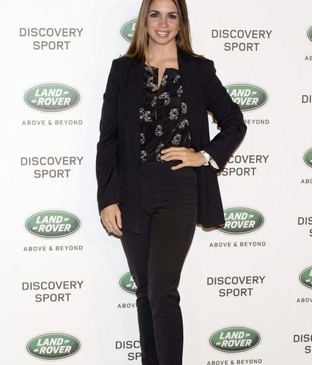 Elena Furiase lució un 'total black' con camisa y pantalón