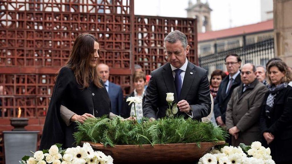 La presidenta del Parlamento vasco, Bakartxo Tejeria, y el lehendakari, Íñigo Urkullu