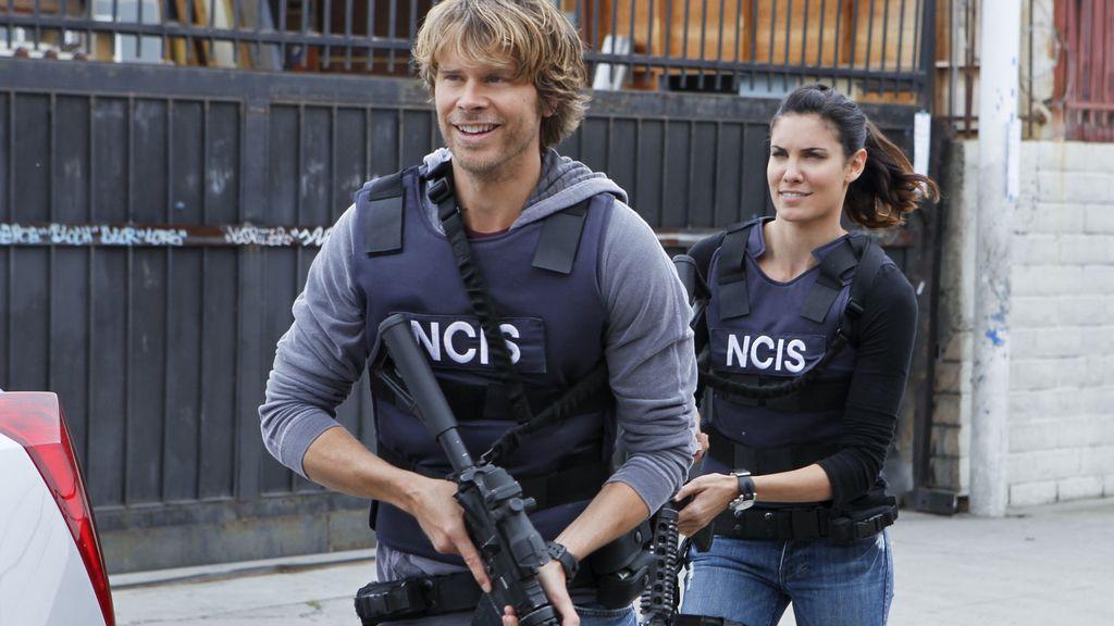 Sam y Deeks son secuestrados por un grupo terrorista