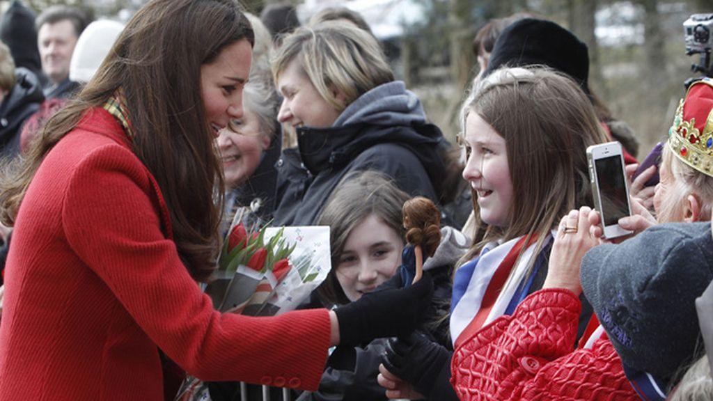 Kate Middleton se encuentra con su réplica en muñeca